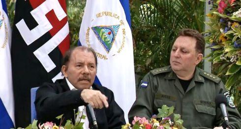 Daniel Ortega junto al jefe del Ejército de Nicaragua, Julio César Avilés, durante una conferencia para hablar sobre las protestas en Nicaragua. LA PRENSA/ CAPTURA