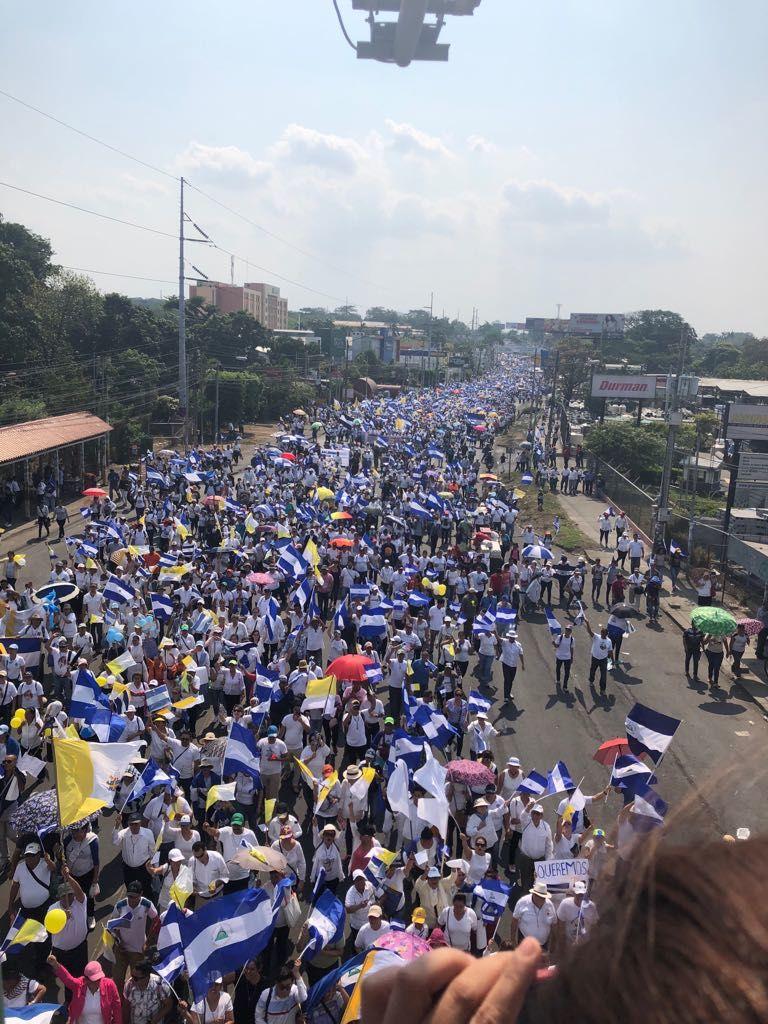 Los manifestantes partieron de tres puntos hacia la Catedral Metropolitana: la rotonda Cristo Rey, el colegio Teresiano y la rotonda El Periodista. LA PRENSA / Cortesía