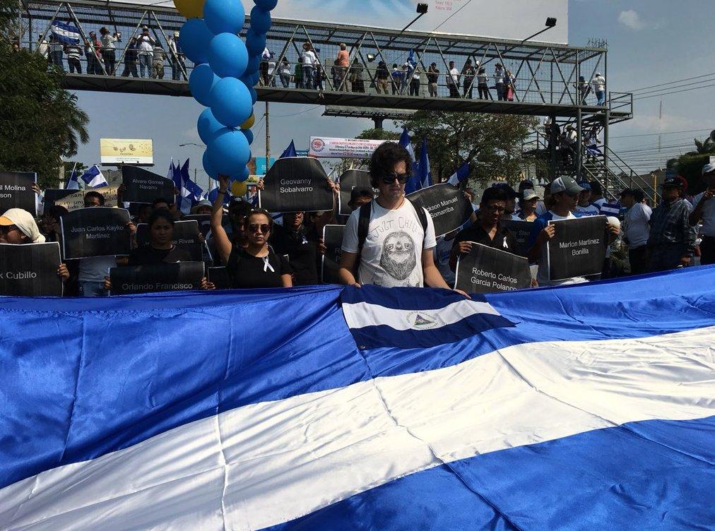 Los manifestantes también recuerdan a las decenas de muertos durante las brutales represiones policiales de los últimos 10 días. LA PRENSA / Alejandra González.