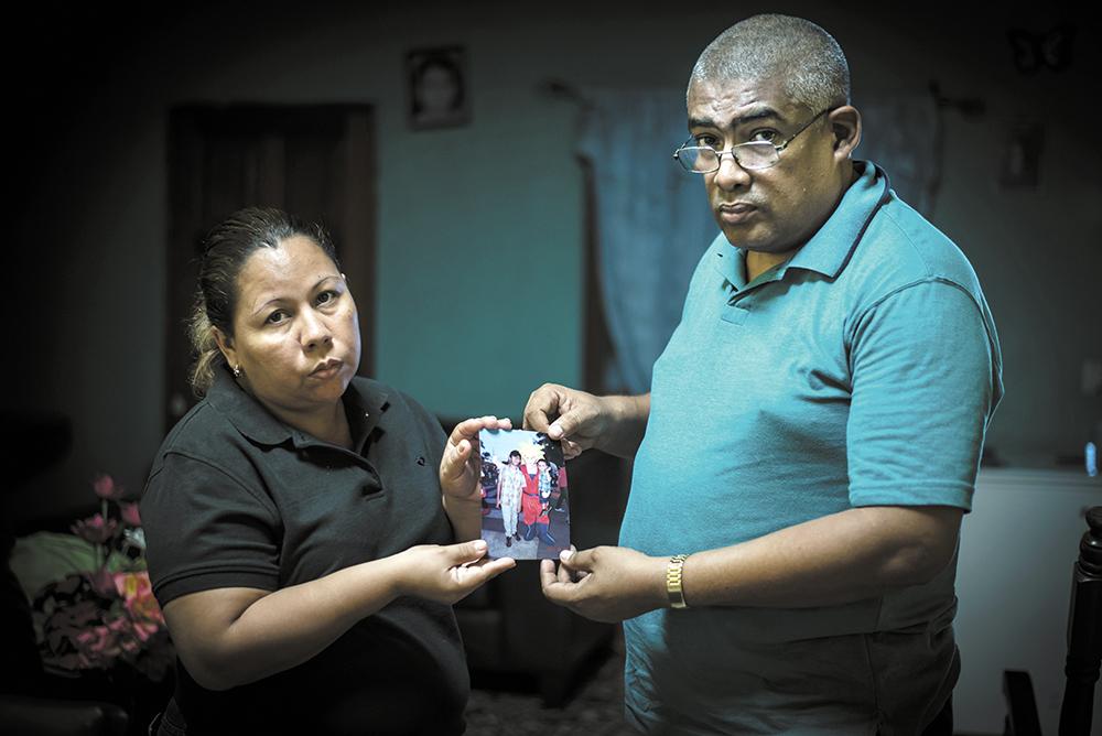 Los padres de Álvaro Conrado aseguraron que no creen en la investigación realizada por las autoridades. Ayer, su hijo cumplió nueve días de muerto. LA PRENSA/ Oscar Navarrete