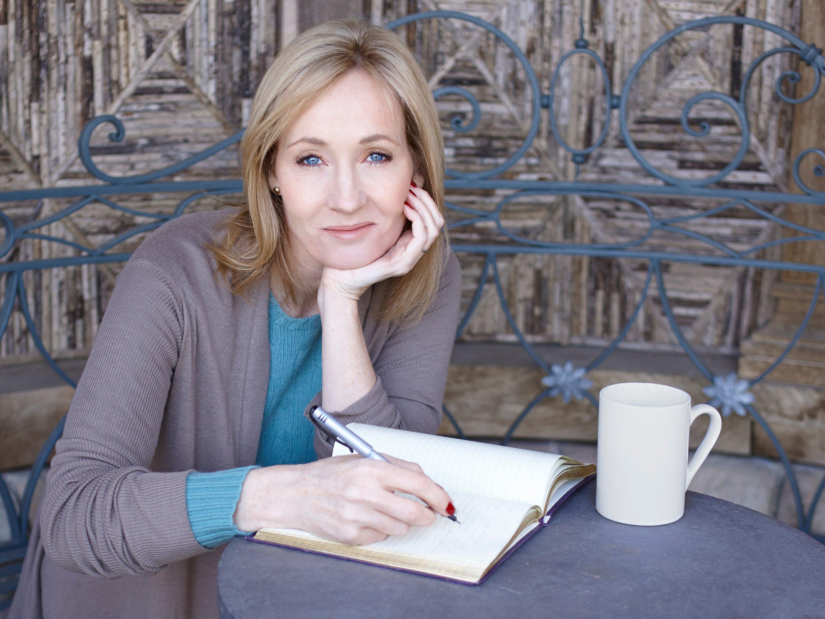 J.K.Rowling se disculpa por muerte del elfo doméstico Dobby en ...