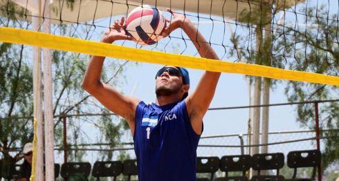 Rubén Mora, durante la parada de Varadero, Cuba, del Tour Norceca de Voleibol de Playa. LA PRENSA/CORTESÍA/NORCECA