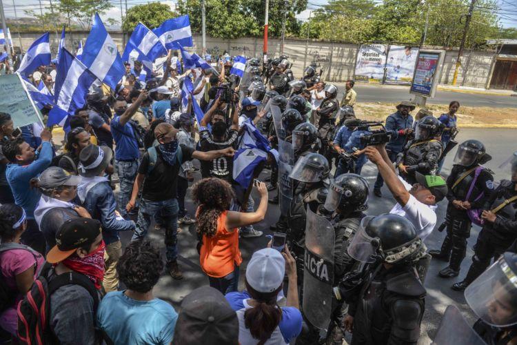 0b693edb51 Policía Nacional impide marcha de jóvenes