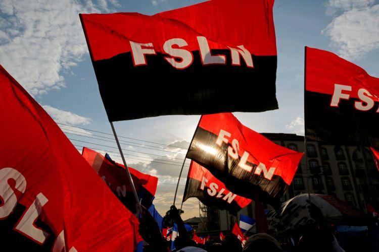 Simpatizantes del FSLN reunidos en la Plaza de las Victorias para apoyar a Daniel Ortega. LA PRENSA/ EFE