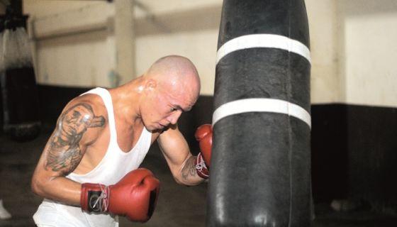 Roberto Arriaza sigue por el camino de la victoria en el boxeo rentado. LA PRENSA/ARCHIVO/MAYNOR VALENZUELA