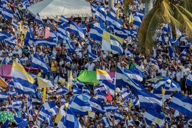 Miles de nicaragüenses participaron en la segunda marcha multitudinaria contra el Gobierno, convocada por la Iglesia Católica. LA PRENSA/ ÓSCAR NAVARRETE