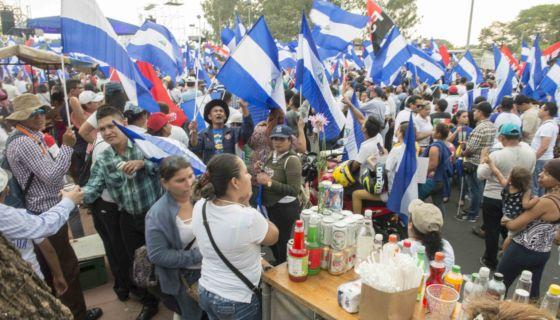 plantón oficial, FSLN, contramarcha, licor, comida, Laureano Ortega