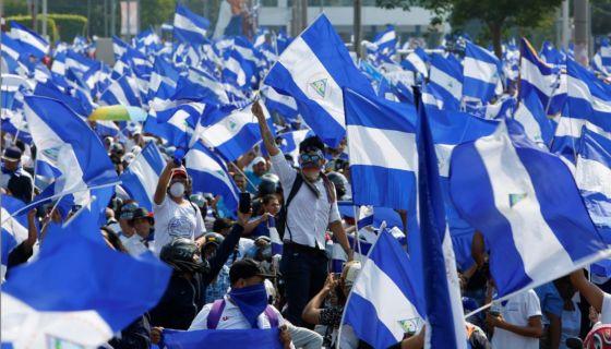 Marcha azul y blanco en contra del Gobierno de Daniel Ortega en Managua, realizada el miércoles 9 de mayo de 2018. LA PRENSA/ AP