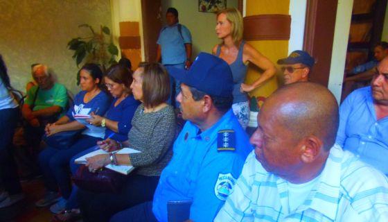 La alcaldesa de Granada, Julia Mena, reunida con los empresarios turísticos la tarde de este lunes 14 de mayo. LA PRENSA/ LUCÍA VARGAS