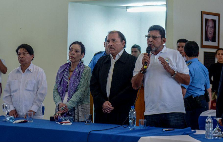 Bayardo Arce durante su participación en el diálogo nacional fue mandado a callar por el obispo Rolando Álvarez. Pretendía enfocarse en temas relacionados al INSS. LA PRENSA/CARLOS VALLE