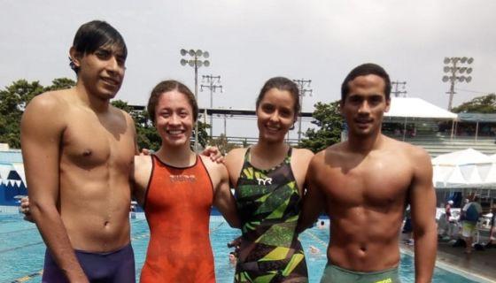Kener Tórrez, María Victoria Schutzmeier, Martía Gabriel Hernández y Miguel Mena, ganaron oro en los 4X50 metros combinados. LA PRENSA/CORTESÍA/FENANICA