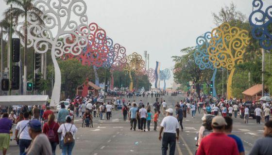 El plantón a favor del Gobierno de Daniel Ortega en la Avenida Bolívar no llegaba ni a los semáforos de la Asamblea Nacional. LA PRENSA/ WILMER LÓPEZ