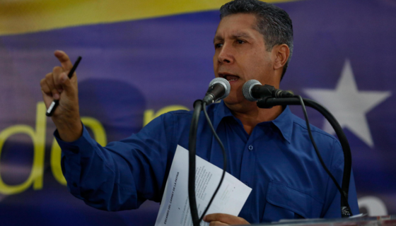 El candidato opositor Henri Falcón habla durante una rueda de prensa hoy, domingo 20 de mayo de 2018, en Caracas (Venezuela). LA PRENSA / EFE / Cristian Hernández