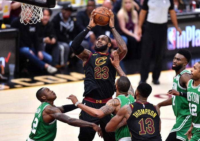 LeBron James es ahora el máximo encestador en postemporada de la NBA, al superar las 2,356 canastas de Kareem Abdul-Jabbar. LA PRENSA/Jamie Sabau/Getty Images/AFP