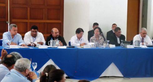 El canciller Denis Moncada y el diputado Edwin Castro encabezan la delegación de 33 miembros del ejecutivo en el diálogo nacional. LA PRENSA/ CORTESÍA/ CEN
