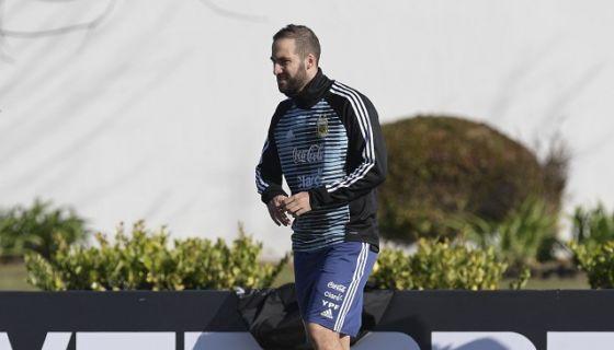 Gonzalo Higuaín tuvo su primer día de trabajo con la selección de Argentina este jueves. LA PRENSA/AFP/JUAN MABROMATA