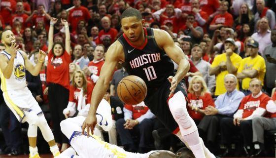 Eric Gordon tomó las riendas en la ofensiva de los Rockets, al conseguir 24 puntos en el quinto partido de la final de la Conferencia Oeste de la NBA. LA PRENSA/Ronald Martinez/Getty Images/AFP