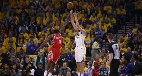 Klay Thompson anotó 35 para los Warriors de Golden State, en el sexto partido de la final de la Conferencia Oeste de la NBA. LA PRENSA/Ezra Shaw/Getty Images/AFP