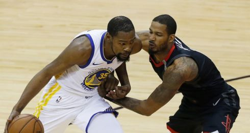 Kevin Durant marcó 34 puntos, para ser el jugador más productivo de los Warriors de Golden State en el juego siete de la final de la Conferencia Oeste de la NBA, en la que superaron a los Rockets de Houston. LA PRENSA/Bob Levey/Getty Images/AFP