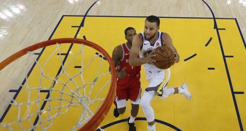 Stephen Curry fue pieza importante en el séptimo partido de la final de la Conferencia Oeste de la NBA, ganado por los Warriors de Golden State. LA PRENSA/AP/John G. Mabanglo