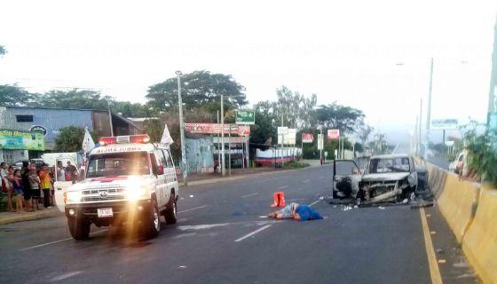 El hombre que amaneció muerto junto a dos vehículos quemados en Rubenia es ecuatoriano estadounidense. LA PRENSA/JADER FLORES