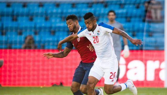 Joshua King (izquierda) anotó el único gol del partido entre Noruega y Panamá. LA PRENSA/AFP/NTB Scanpix/Terje PEDERSEN