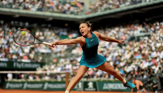 La rumana Simona Halep ganó el trofeo del Roland Garros en su tercera final disputada. LA PRENSA/AFP / CHRISTOPHE SIMON