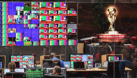 Este sábado fue inaugurado el International Broadcast Center, desde donde se transmitirá para el mundo las imágenes del Mundial Rusia 2018. LA PRENSA/AFP / Mladen ANTONOV