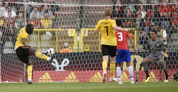 Rumelu Lukaku anotó un gol y asistió para otro, por Bélgica. LA PRENSA/AFP / JOHN THYS