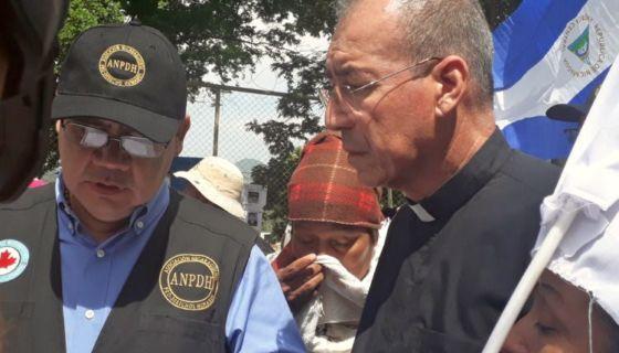 El padre Edwin Román, de Masaya, y Álvaro Leiva, defensor de Derechos Humanos , han sido víctimas de ataques por su labor. LA PRENSA/ ELIZABETH ROMERO