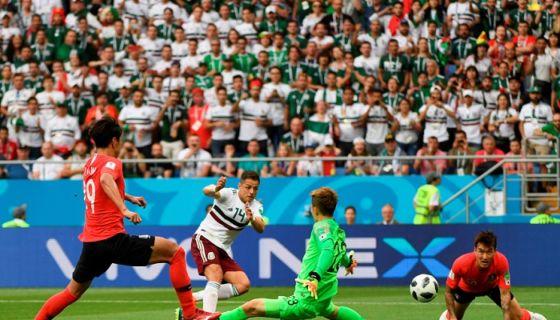 """Javier """"Chicharito"""" Hernández anotó el segundo gol de México ante Corea del Sur, este sábado en el Mundial Rusia 2018. LA PRENSA/AFP/Khaled DESOUKI"""