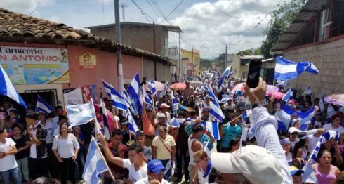 La población de El Jícaro, en Nueva Segovia, salió a las calles para manifestar su repudio a la masacre orteguista que también ha acabado con la vida de infantes. LA PRENSA / William Aragón.