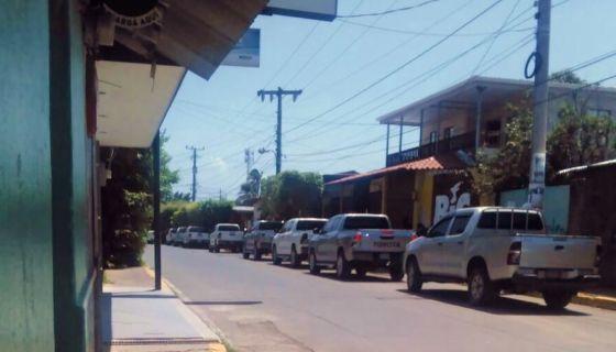 Los policías se trasladaron a Nagarote en camionetas Hilux sin placas. LA PRENSA/ CORTESÍA