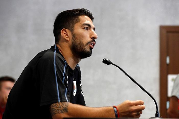 Luis Suárez ve difícil que Edinson Cavani se recupere para jugar en cuartos de final ante Francia. LA PRENSA/EFE/Kiko Huesca