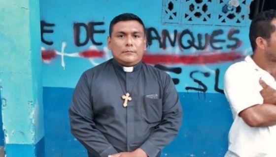 La fotografía del padre Deyvis Oniel López, de la parroquia San Gregorio Magno, en Diriamba, circuló en las redes sociales este viernes. LA PRENSA/CORTESÍA