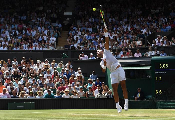 El español Rafael Nadal avanzó a octavos de Wimbledon y de paso mantiene su primer lugar en el ranking ATP. LA PRENSA/EFE/EPA/GERRY PENNY