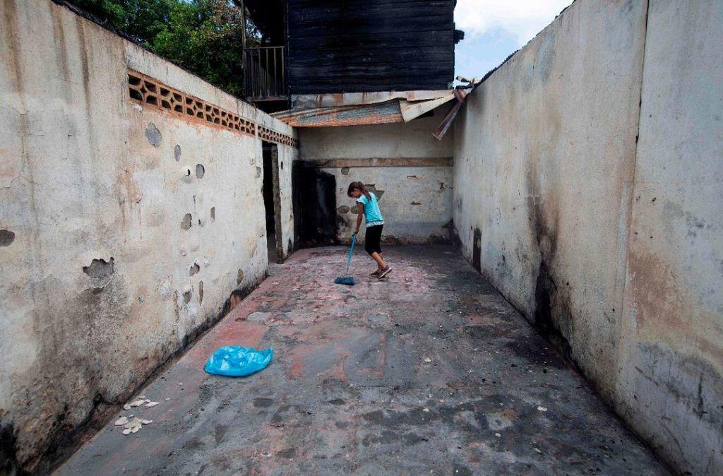 Así quedó la casa de la familia Suazo tras el incendio perpetrado por paramilitares del régimen de Daniel Ortega. LA PRENSA/ AFP