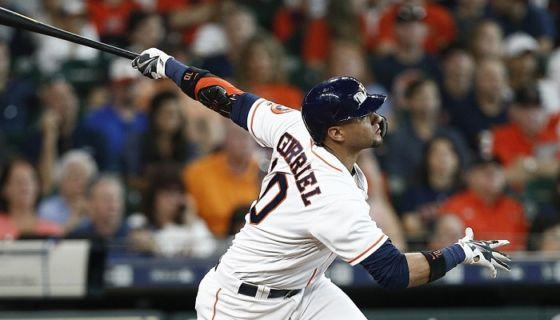 El cubano Yulieski Gurriel fueron el bateador latino más destacado en la semana pasada en las Grandes Ligas. LA PRENSA/Bob Levey/Getty Images/AFP