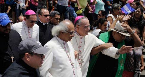 En Carazo simpatizantes del Gobierno recibieron con insultos a los obispos de la Arquidiócesis de Managua. LA PRENSA/AFP