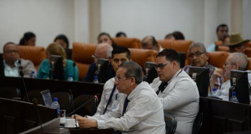 José Dolores Reyes director de asesoría legal de la UAF junto a otros miembros de esa institución. LA PRENSA/ JADER FLORES