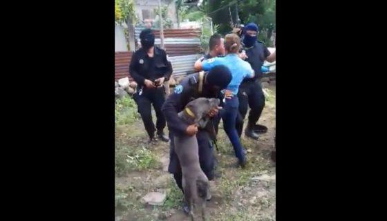 Los policías y paramilitares orteguistas han sido los que más han protagonizado los videos. Los primeros los publicaron mientras masacraban a la población en Monimbó. LA PRENSA/ CAPTURA