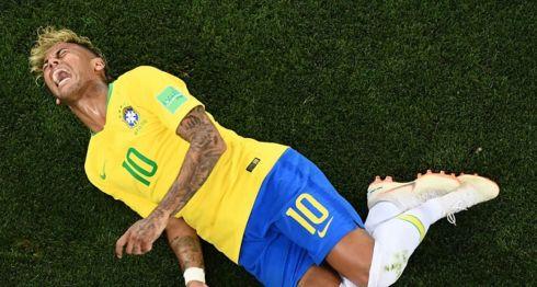 Neymar recibió fuertes críticas por su estilo de juego en el Mundial de Rusial 2018. LA PRENSA/AFP / Jewel SAMAD