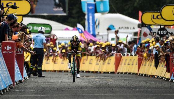 Primoz Roglic cruzó en solitario la meta en la etapa 19 del Tour de Francia, la última de montaña en esta edición que está cerca de su final. LA PRENSA/AFP / Jeff PACHOUD