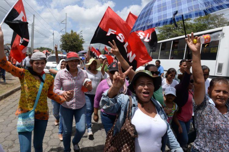 En la contramarcha del gobierno participaron trabajadores públicos y fanáticos orteguistas. LA PRENSA/ MANUEL ESQUIVEL