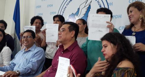 Médicos y trabajadores de la Salud denuncian despidos arbitrarios ante la CPDH. LA PRENSA/E. ROMERO