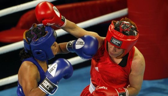 Kathy Esquivel (azul) ganó uno de los nueve bronces de Nicaragua en los Juegos Centroamericanos y del Caribe de Barranquilla 2018, en la división de los 51kg. LA PRENSA/EFE/Luis Eduardo Noriega A.