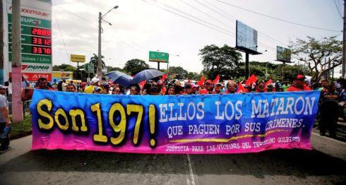 """La contramarcha del FSLN en Managua pidiendo justicia por las víctimas del """"terrorismo"""". No reconocen que el orteguismo ordenó las muertes. LA PRENSA/ EFE"""