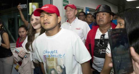 Román Chocolatito González, regresó de Los Ángeles después de ser derrotado por Rungvisai, portando una camisa en apoyo a Daniel Ortega. LA PRENSA/ URIEL MOLINA