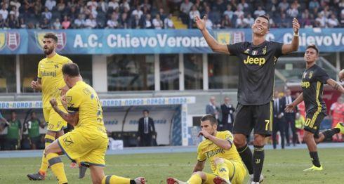 Cristiano Ronaldo no pudo anotar en su primer partido oficial con la Juventus, el pasado sábado en la Serie A italiana. LA PRENSA/EFE/EPA/FILIPPO VENEZIA
