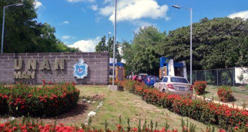 Los trabajadores de la UNAN Managua ahora deben pasar por un proceso de revisión casi militar para poder ingresar a la universidad. LA PRENSA/ IVETTE MUNGUIA